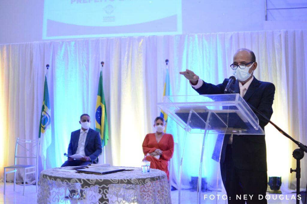 Reeleito, rosano taveira é empossado como prefeito de parnamirim; veja vídeo