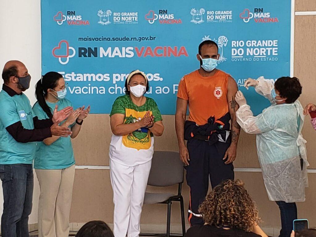 Fotos: confira imagens da vacinação simbólica no rn