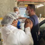 Fotos: campanha de vacinação da covid-19 começa no drive-thru da arena das dunas