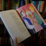 Governo da hungria manda editora publicar advertência em livro infantil com conteúdo gay