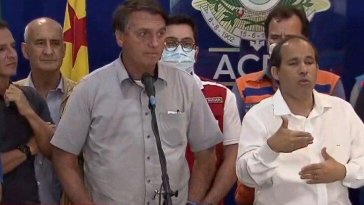 'acabou a entrevista', diz bolsonaro ao ser questionado sobre quebra de sigilo de flávio bolsonaro