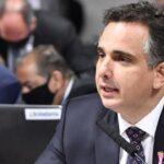 Projeto de presidente do senado autoriza setor privado a comprar vacinas contra covid-19