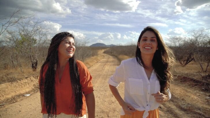 Tanda macêdo e khrystal lançam videoclipe de música em homenagem a elino julião