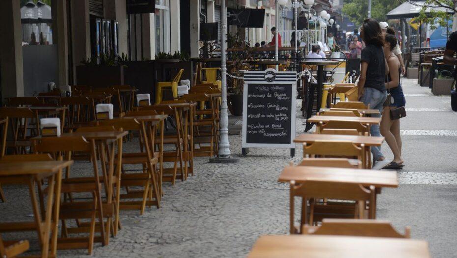 Decreto do governo do rn recomenda  fechamento de bares e restaurantes às 22h; aulas presenciais seguem sem paralisação