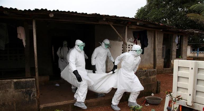 Epidemia de ebola é pouco provável no brasil, diz especialista