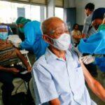 Capital da indonésia multará pessoas que se recusarem a tomar vacina contra a covid-19