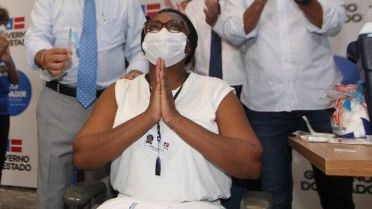 Primeira vacinada na bahia, enfermeira é internada com covid