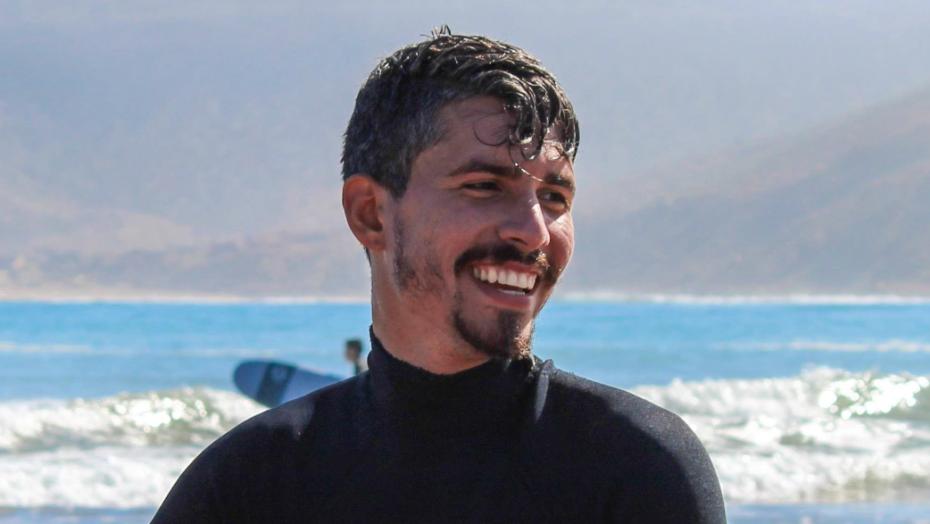 Escritor pedro rhuas lança livro ambientado em canoa quebrada