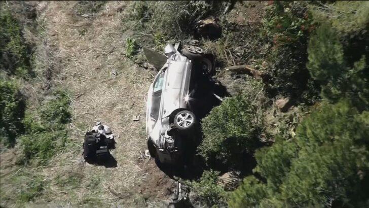 Jogador de golfe tiger woods é hospitalizado após acidente de carro nos eua