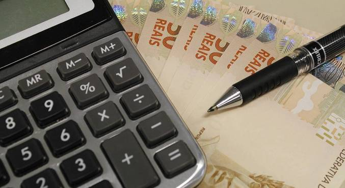 Renda domiciliar por pessoa fica em r$ 1.380 em 2020, revela ibge