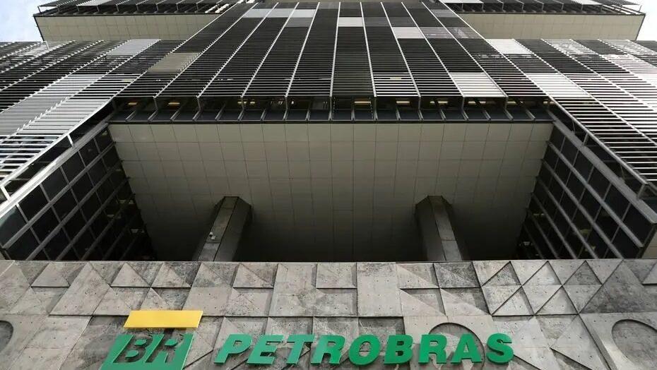 Petrobrás anuncia novo reajuste para diesel e gasolina nas refinarias a partir de terça-feira