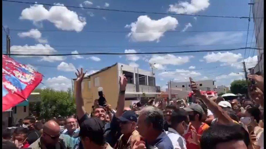 """Na paraíba, bolsonaro volta a causar aglomeração e critica """"fica em casa"""""""