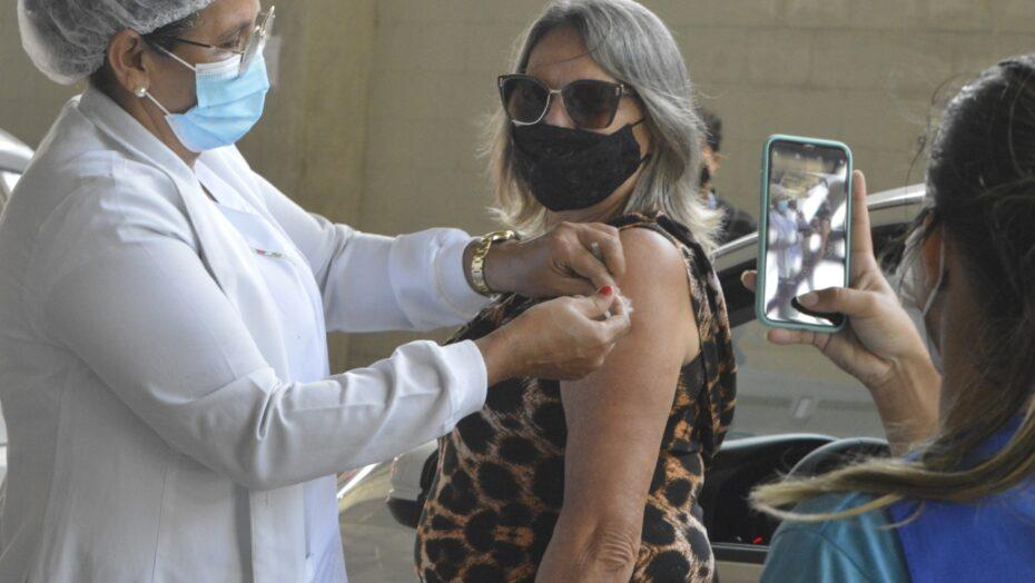 """""""aliviada"""", diz profissional da saúde que recebeu 2ª dose da coronavac em natal"""