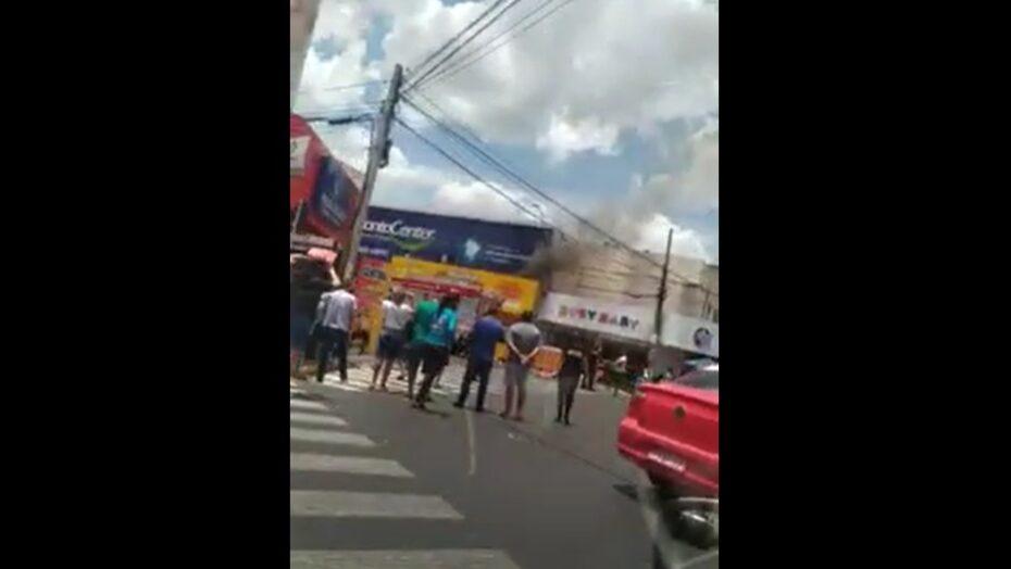 Incêndio destrói estabelecimento comercial no centro de mossoró; veja vÍdeo