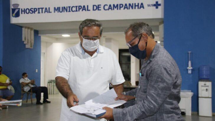 Prefeito vai ao hospital de campanha vistoriar preparação para expandir leitos de uti
