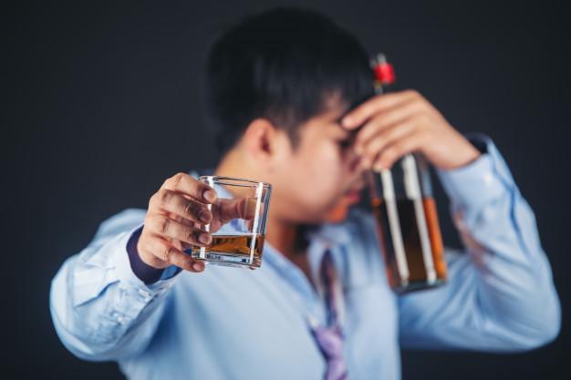 Psicólogo alerta para perigo do abuso de bebidas alcoólicas