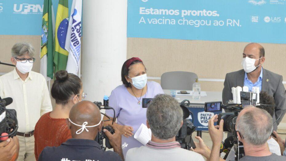 """""""vamos adotar medidas mais drásticas e radicais para conter avanço da pandemia"""", afirma fátima bezerra"""