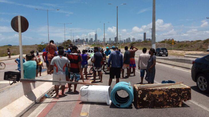 Ambulantes fazem protesto em primeiro domingo de orla fechada em natal