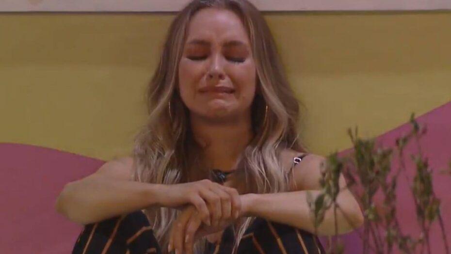 Beijo quádruplo, choradeira e 'traição': confira o que rolou na festa do bbb21