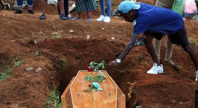 Em mês mais mortal da pandemia, brasil registra 3.869 mortes em 24h