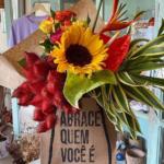Ateliê de natal cria ação para mulheres manifestarem amor próprio