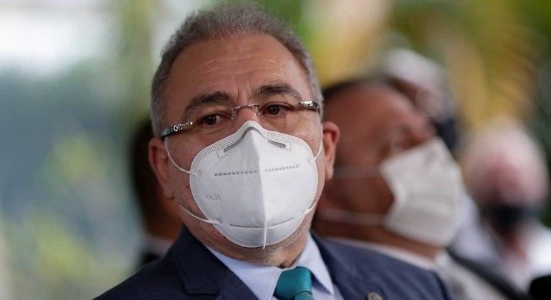 Novo ministro da saúde promete vacinar 1 milhão de pessoas por dia