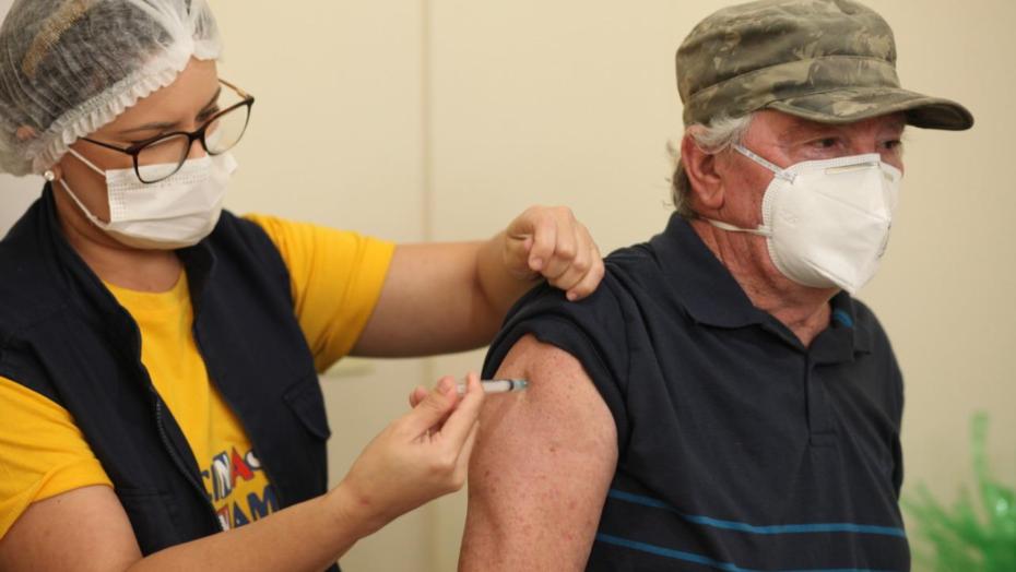 Prefeitura de parnamirim vacina idosos a partir de 70 anos, abre pontos extras e anuncia drive thru; confira locais