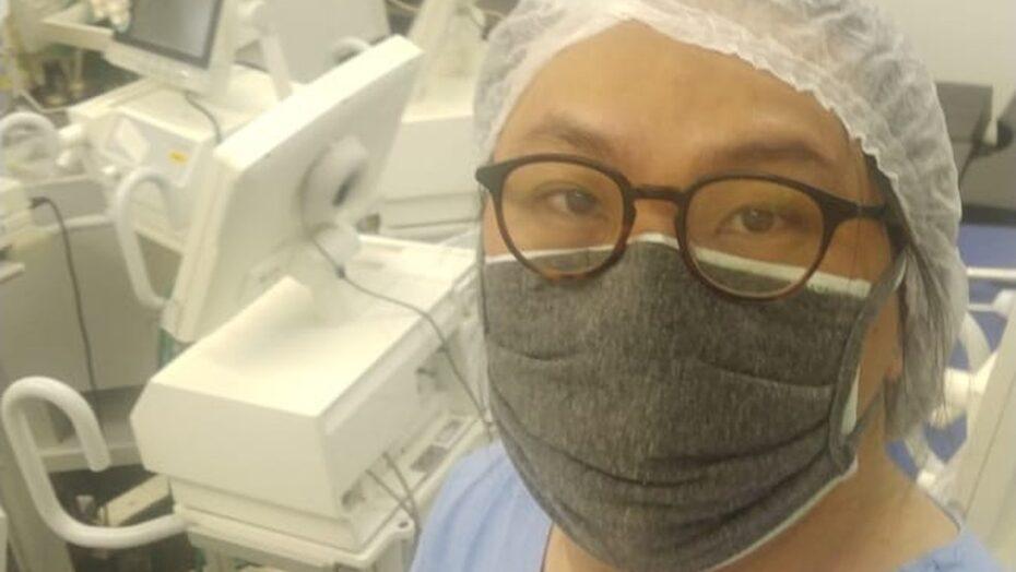 Professor de universidade faz trabalho voluntário para consertar respiradores em hospitais durante pandemia