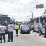 Motoristas de ônibus acusam empresas de cortar salários sem acordo e não descartam fazer nova paralisação nesta sexta
