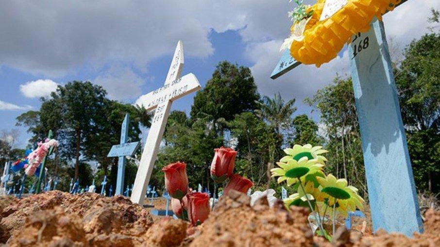 Brasil tem recorde de casos de covid-19 em 24h e segundo maior número de mortes