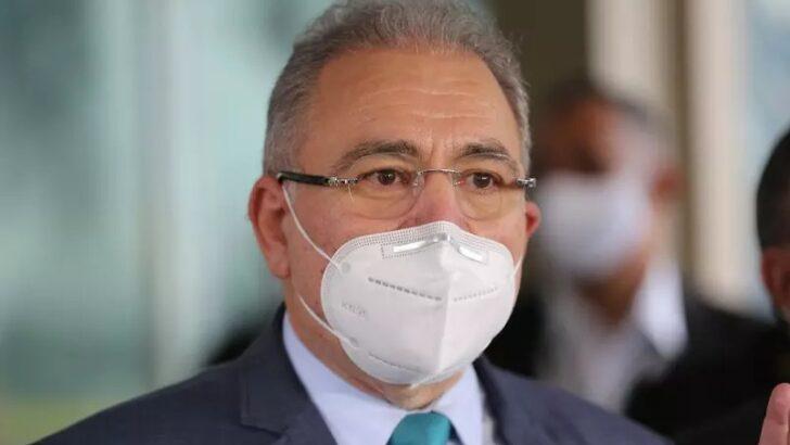 Bolsonaro dá posse a queiroga, novo ministro da saúde, em cerimônia discreta