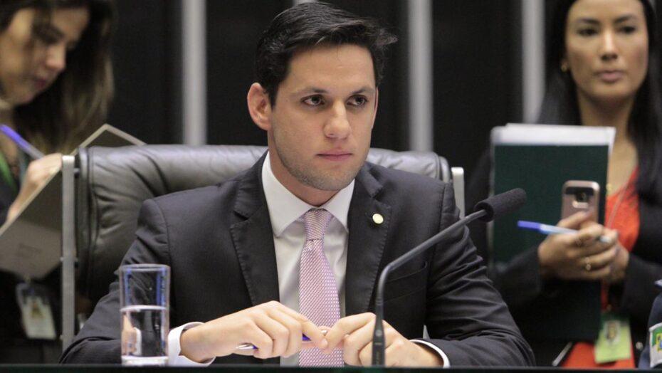 Rafael motta tenta barrar reajuste nos preços de remédios durante a pandemia