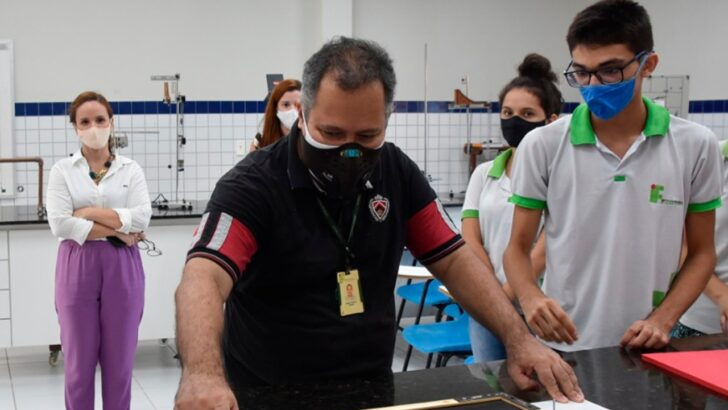 Parceria entre ifrn e secretaria municipal de educação promove ensino de robótica para alunos