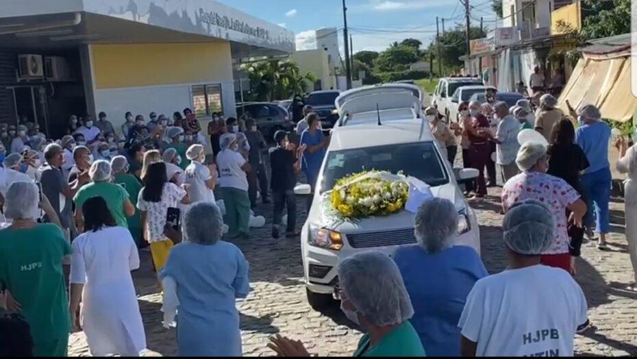 Servidores do hospital santa catarina prestam última homenagem à funcionária vítima de covid em natal; veja vÍdeo