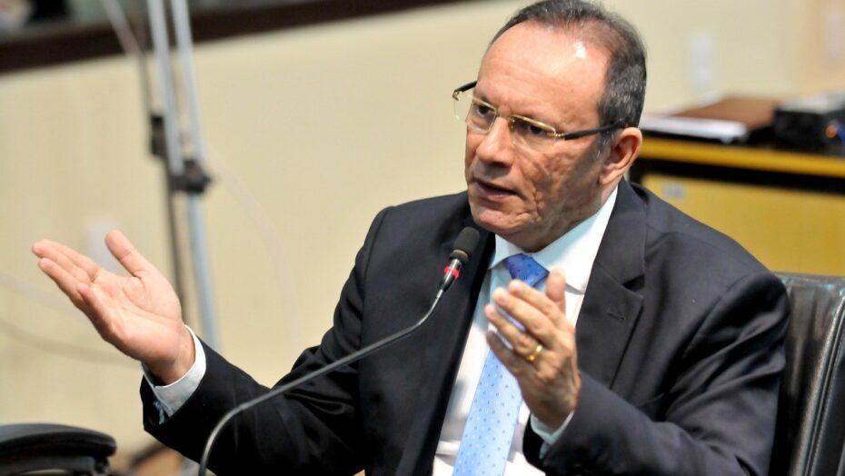 Lei que proíbe passageiros em pé nos ônibus de natal aguarda sanção do prefeito Álvaro dias