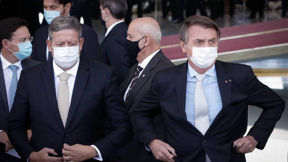 """Bolsonaro: """"eu conversei com o lira. zero problemas. o que queremos juntos é maneira de contratarmos mais vacinas"""""""