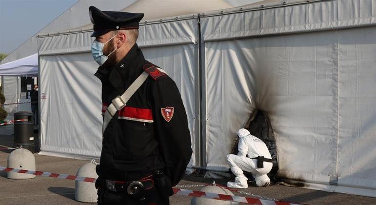 Centro de vacinação na itália é atacado com coquetéis molotov