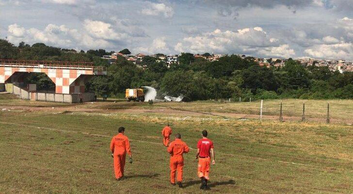 Veja imagens: acidente com avião de pequeno porte deixa ao menos 1 morto e 2 feridos em bh