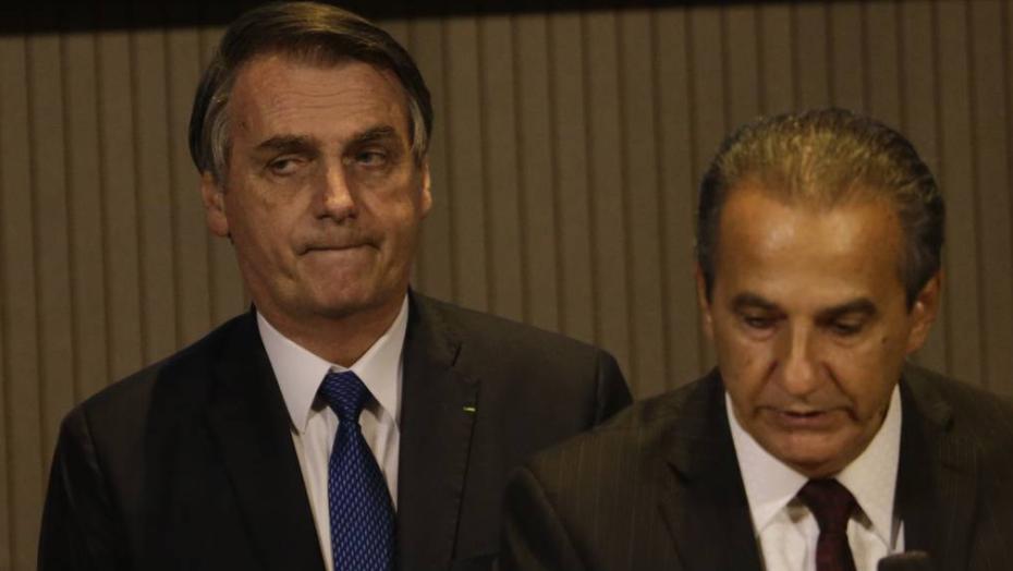 """Bolsonaro articula """"cinturão evangélico"""" e quer dobrar bancada religiosa no senado em 2022"""