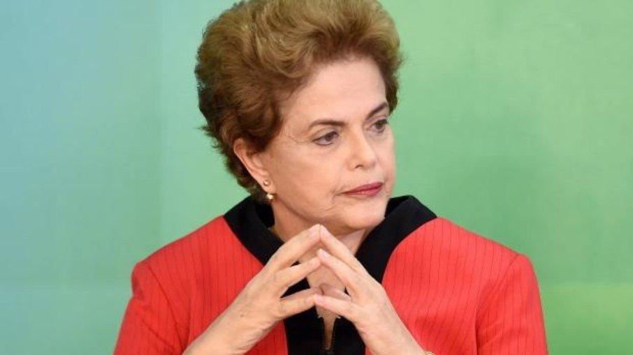 """Dilma: brasil não tem governo e está """"à deriva em um oceano de fome e doenças"""""""