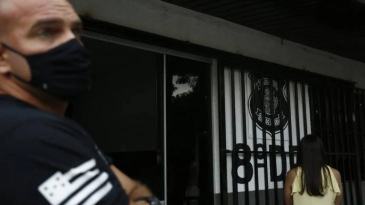 """Morador chama porteira de """"macaca"""" e """"chimpanzé"""" em goiânia"""