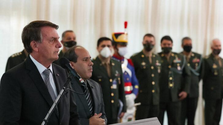 """""""o brasil está no limite. estou aguardando o povo dar uma sinalização porque a fome, a miséria e o desemprego estão aí"""", diz bolsonaro sobre lockdowns"""
