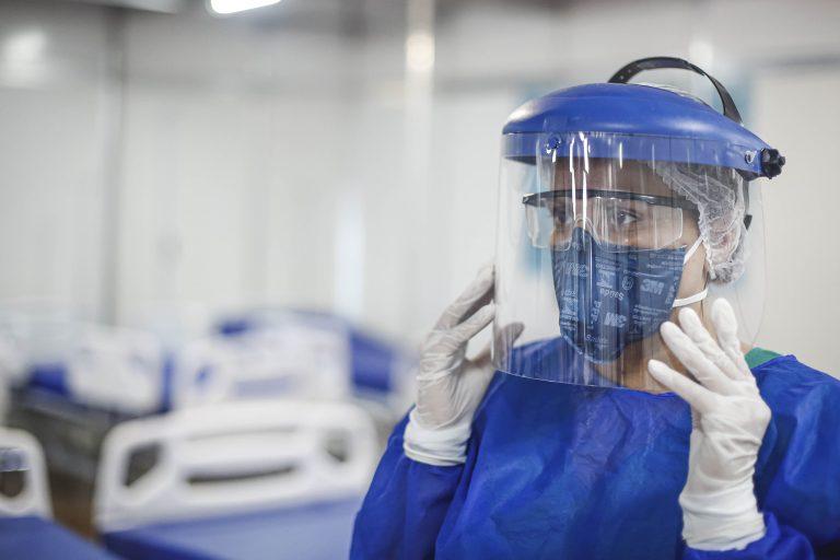 Enfermeiros que combatem covid-19 terão serviço gratuito para declarar irpf