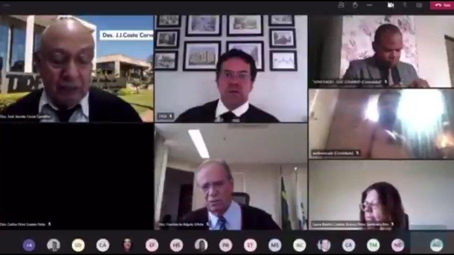 Advogado aparece nu em sessão virtual do tribunal de justiça do df