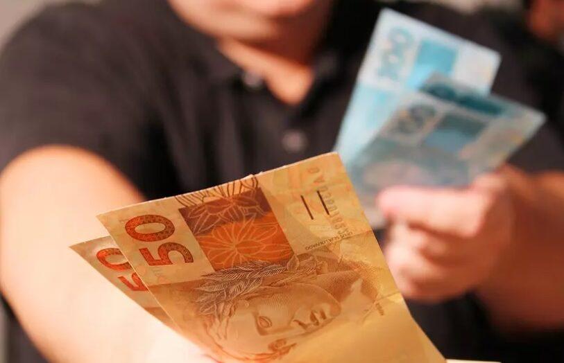 Governo propõe salário mínimo de r$ 1.147 para 2022, sem aumento real