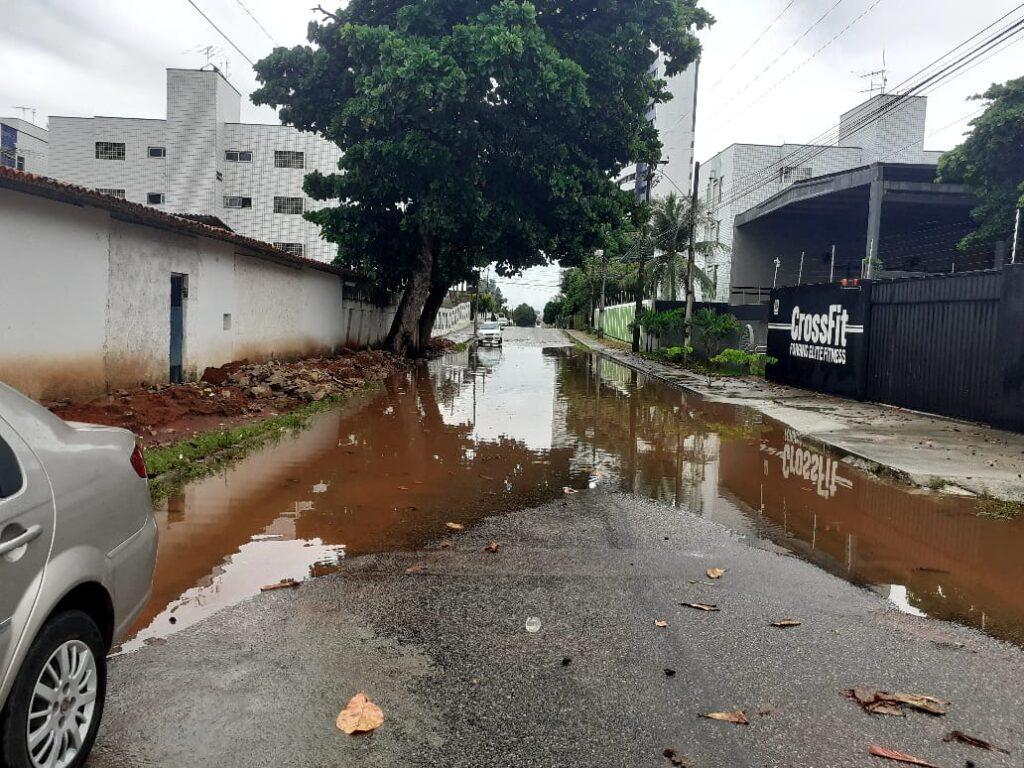 Chuvas deixam vários pontos alagados em natal; veja a previsão do tempo para o final de semana