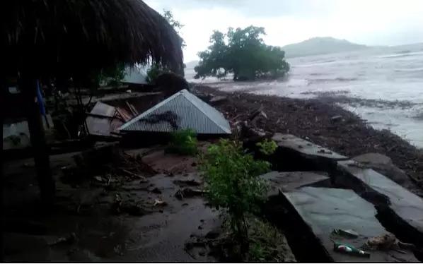 Ciclone causa enchentes na indonésia e chega a 55 o número de mortes