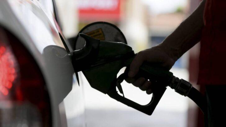 Petrobras aumenta preço de gasolina e diesel às vésperas de mudança no comando