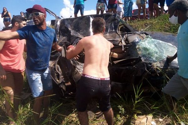 Bêbado, motorista mata mulher e volta para festa após acidente