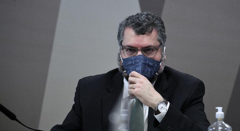 Araújo recebeu carta da pfizer e diz não ter comunicado bolsonaro